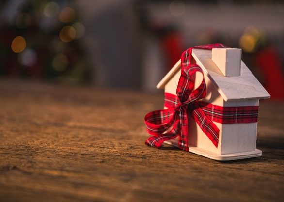 toy-house-with-a-red-bow_1252-399