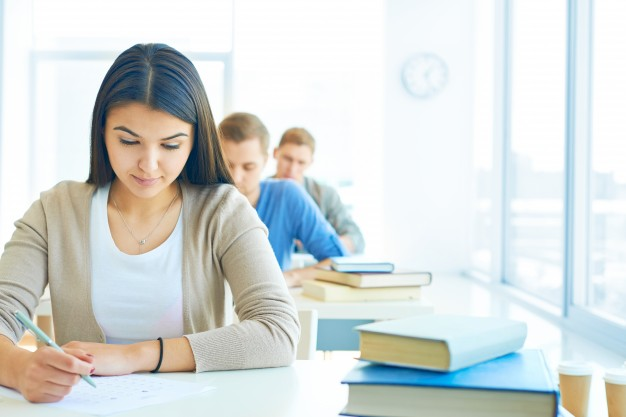 row-of-students-doing-an-exam_1098-174