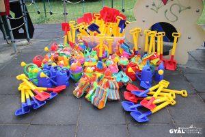 Idén is homokozó játékok várják a játszótereken a gyerekeket